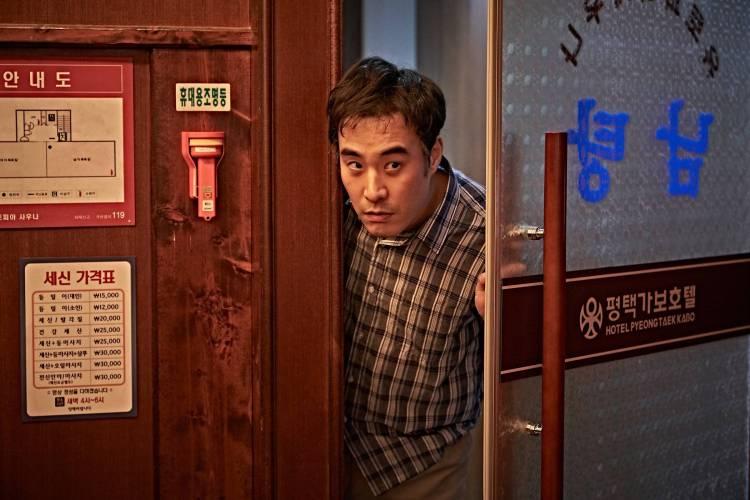 """Hancinema Film Review] """"Beasts Clawing at Straws"""" @ HanCinema ..."""
