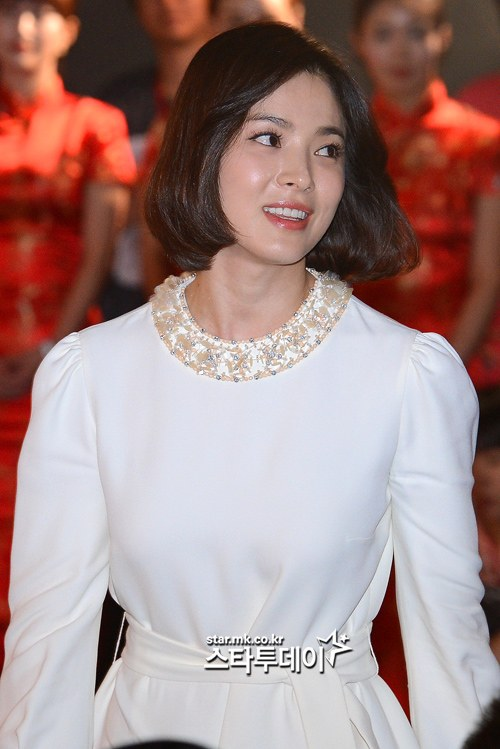Song Hye Kyo Cuts Off Hair But Beauty Remains HanCinema