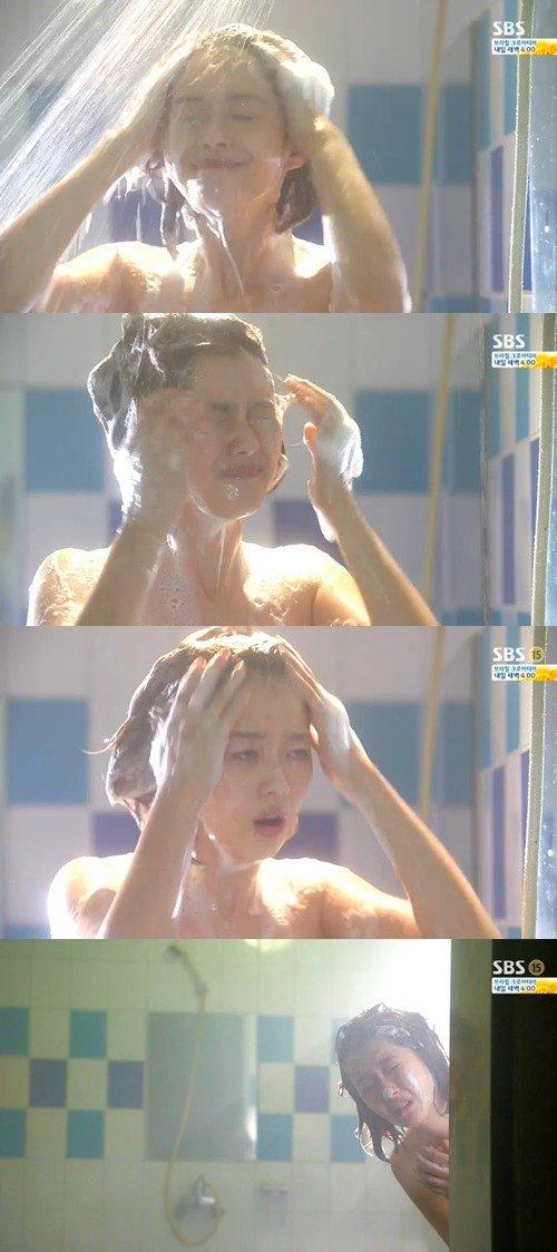 Spoiler Youre Surrounded Go Aras shower scene  HanCinema  The Korean Movie and Drama
