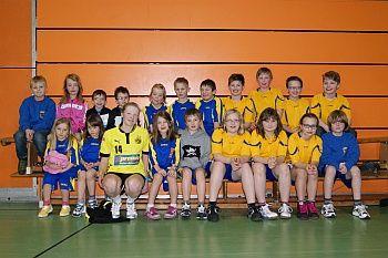 handballabteilung des post sv hagen nachwuchshandballerinnen und handballer des post sv laufen mit den zweitliga damen des bvb ein