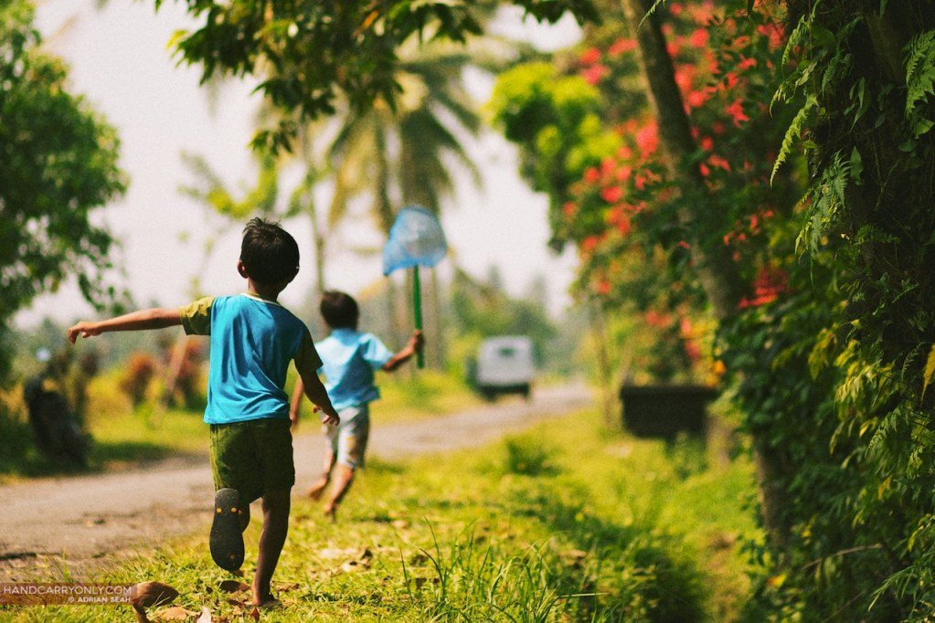 little kids running bali