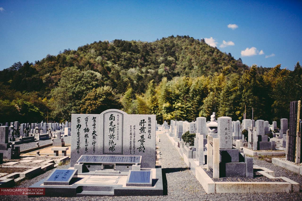 gravestones arashiyama japan