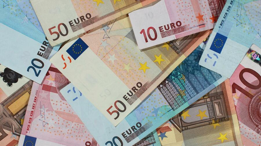 Studie: So viel mehr Geld erhalten Beamte im Alter Quelle: dpa