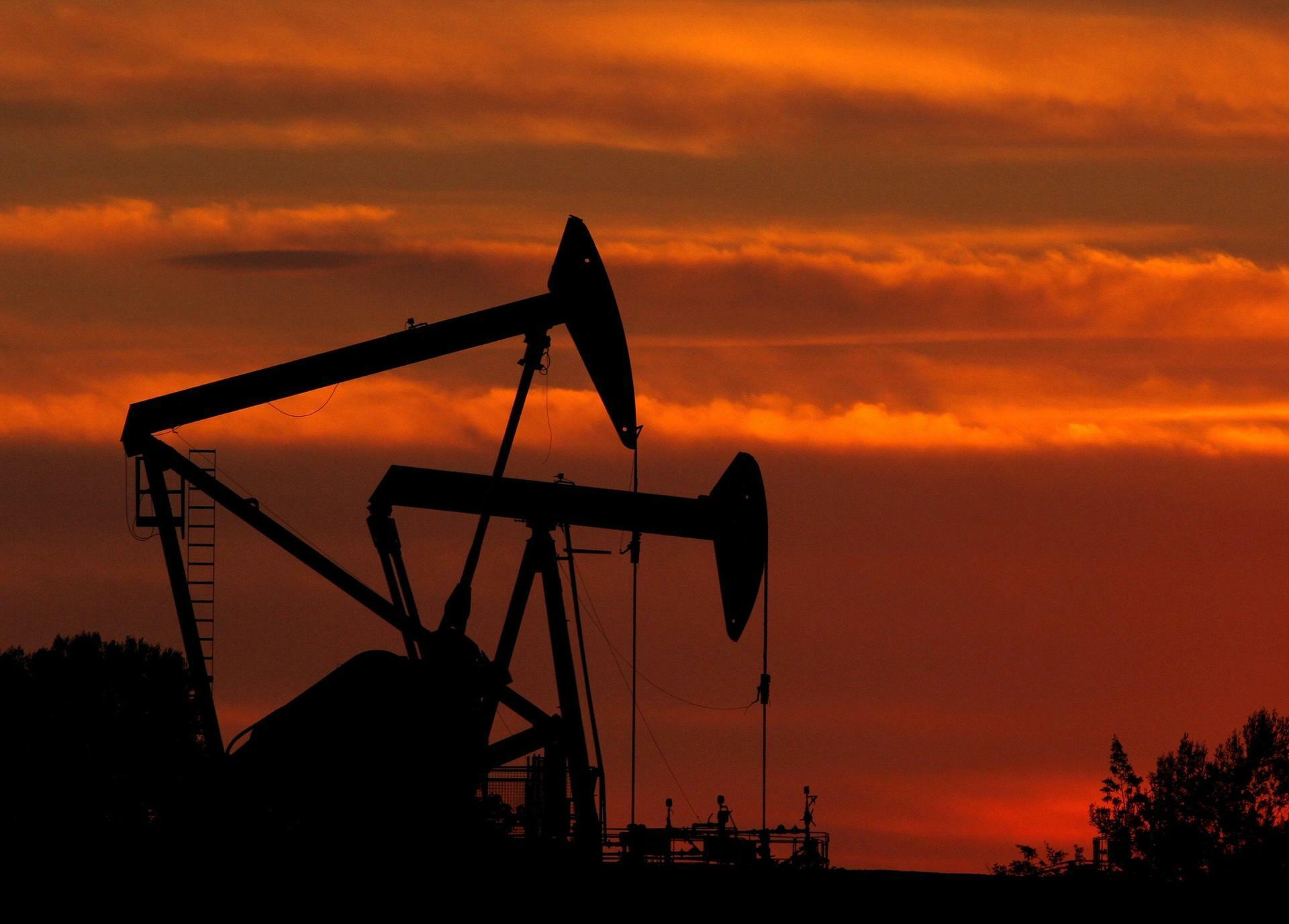 Ölpumpen auf einem Ölfeld: Die EU-Staaten wollen den Iran mit einem Importverbot unter Druck setzen. Quelle: dpa