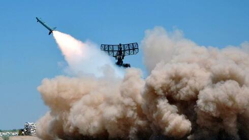 Wurden Raketen auf das Dorf abgeschossen? Militärübung der syrischen Armee (Foto der staatlichen Nachrichtenagentur Sana). Quelle: dpa