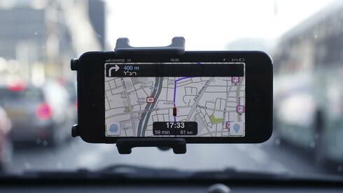 """La aplicación """"Waze"""" en un Smartphone: Facebook está interesada.  Fuente: Reuters"""