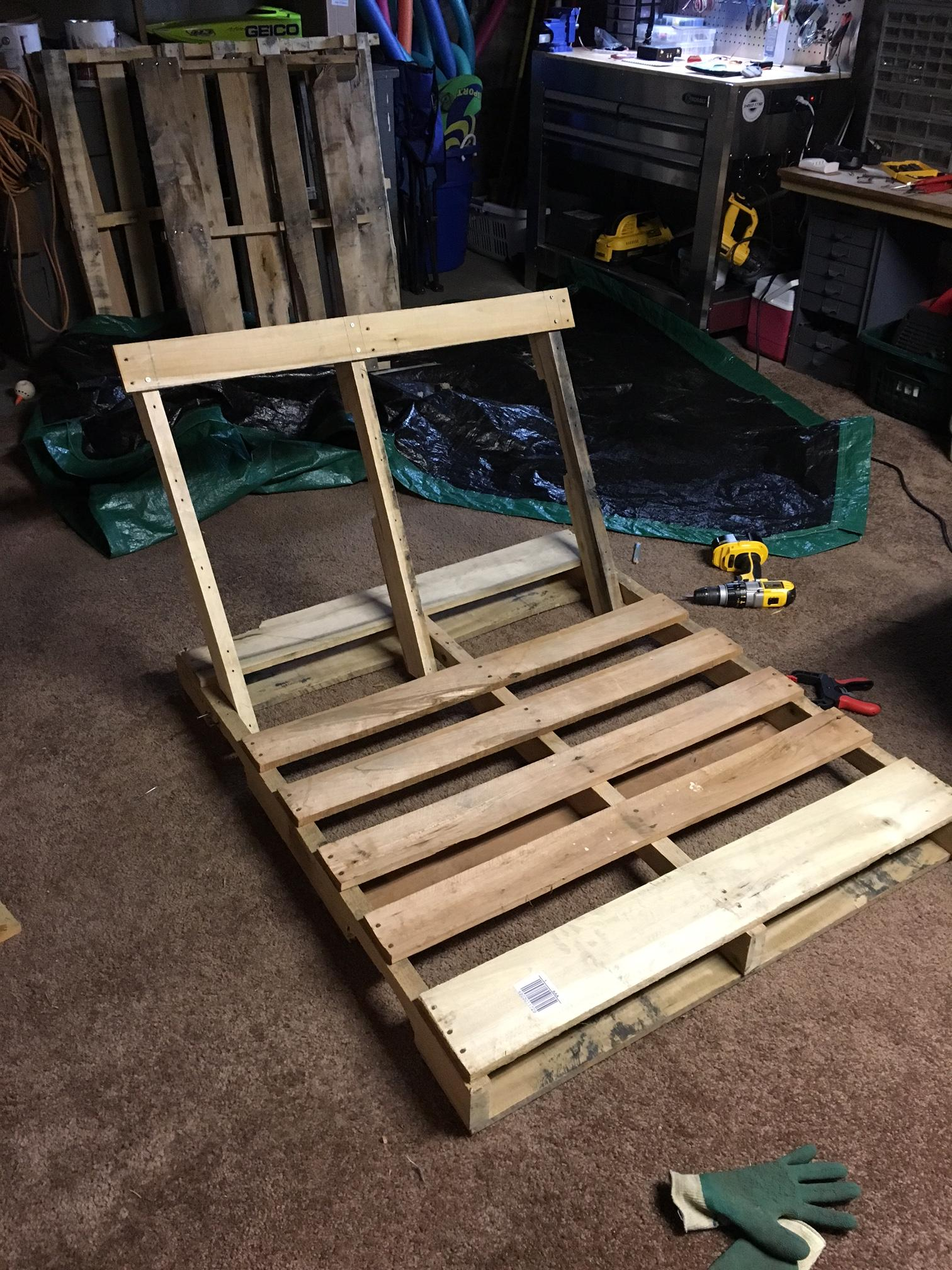 hanging chair swing wooden rocking cushions how to make pallet lounge - craftspiration handimania