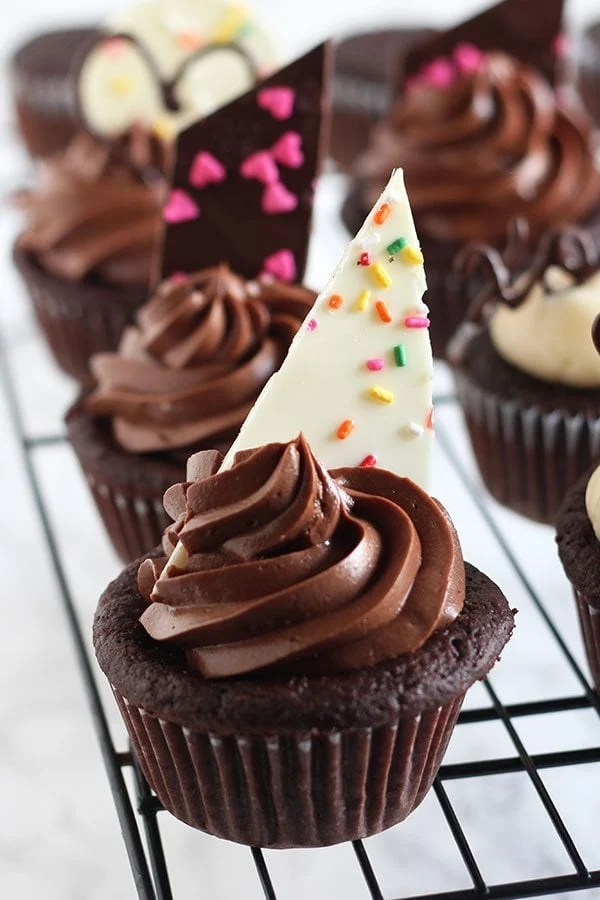 Easy Chocolate Cupcake Decorating  Handle the Heat