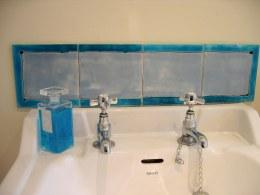 plain bathroom splashback tiles
