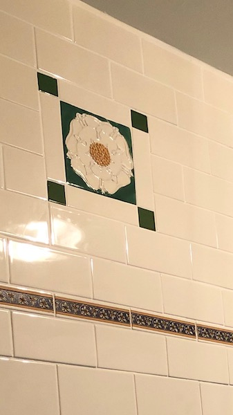 bathroom tube lined roses tiles