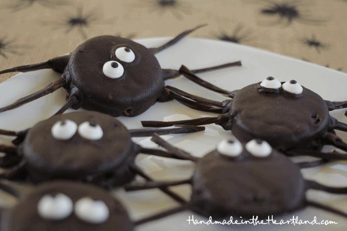 Halloween Treat: Oreo Spiders