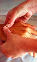 The perfect Valentine gift: a reflexology hand-massage.
