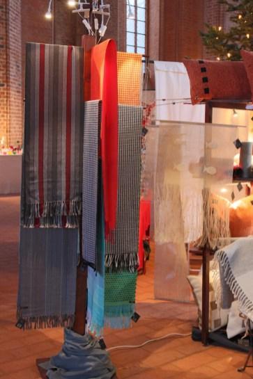 Schals und Dekogewebe auf dem Kunstmarkt in Wismar; Weberei Hoerenz Schwerin
