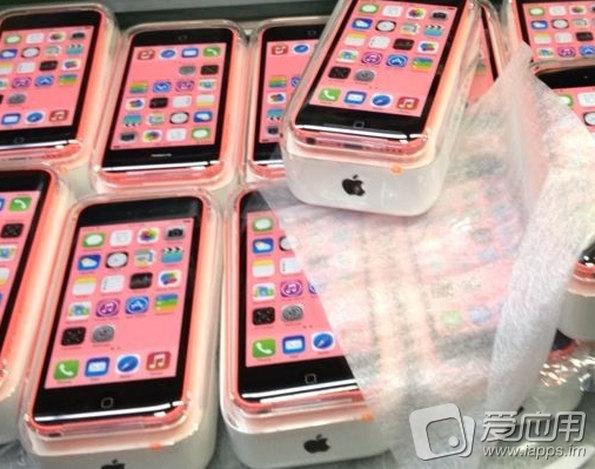 iPhone 5c pink in Verkaufsverpackung / Quelle: iapps.im