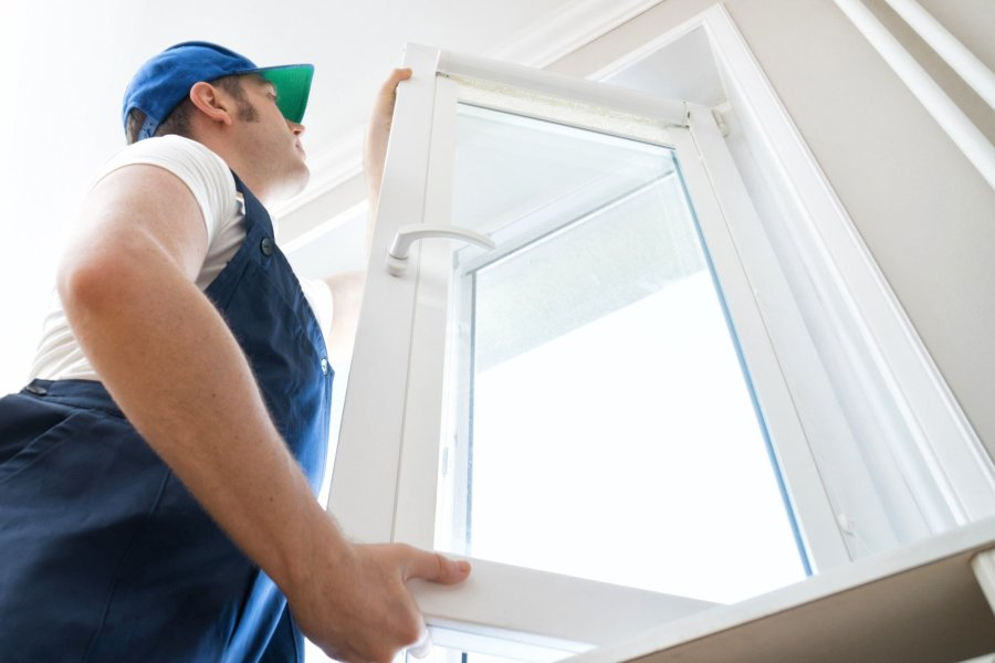 Professional handyman for installation service