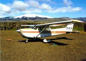 Hordur's Cessna 172 (TF-RLR) at Fagurholmsmyri, south Iceland.Photo: Jonas Bjarnason