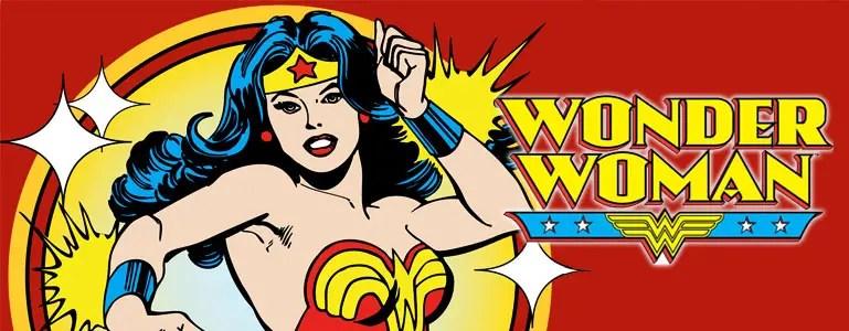 Wonder Woman filminin vizyona girmesine 5 aydan az bir süre kalmışken hakkında birkaç laf etmek gerekiyor diye düşünüyorum. Neticede 40'lı yıllarda ortaya çıkmış bir çizgi roman süper kahramanı olsa da bir çok kahramanın yanında 2017'de bahsedilmesi gereken bir ikon gibi duruyor hala önümüzde. Bu bahsi açmaya yarar en önemli özelliği de sahip olduğu süper güçler değil elbette. Bütün o ihtişamlı özellikler yanında, arada sarkan yönleri olsa da, karakterindeki canlılık ve tutarlılığa sahip feminist imgeler Wonder Woman'ın diğerlerinden ayrı bir yerde olmasını sağlıyor.