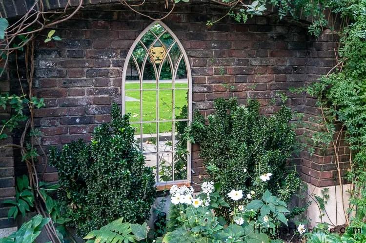 Goldsmiths Garden corner of Gresham St