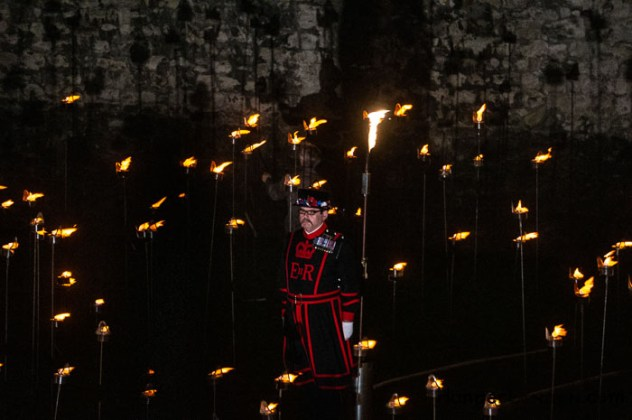 10 Thousand flames Tower of London - Remembrance End of World War One 1