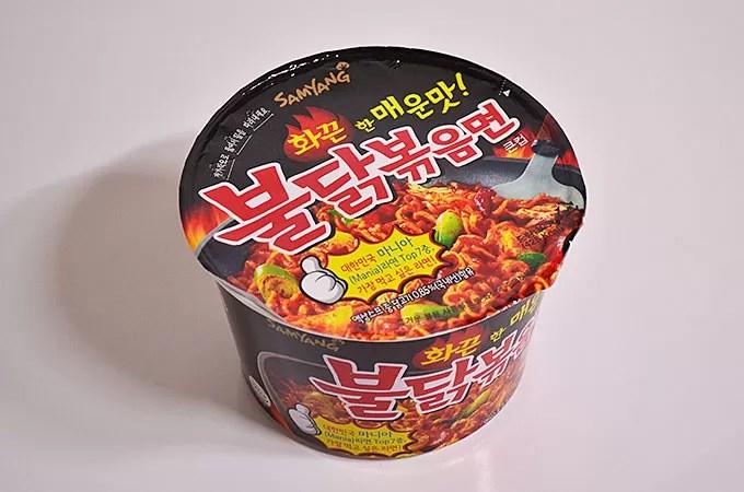 三養食品の「불닭볶음면 プルダクポックムミョン激辛鶏焼きそば」