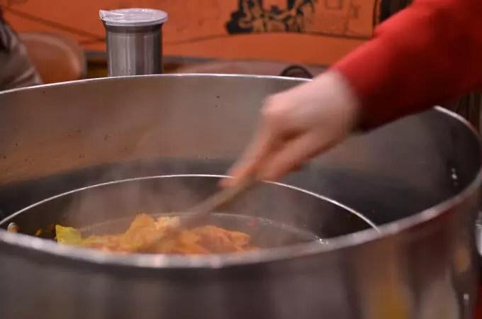調理は目の前で、スタッフの方が作ってくれます♪
