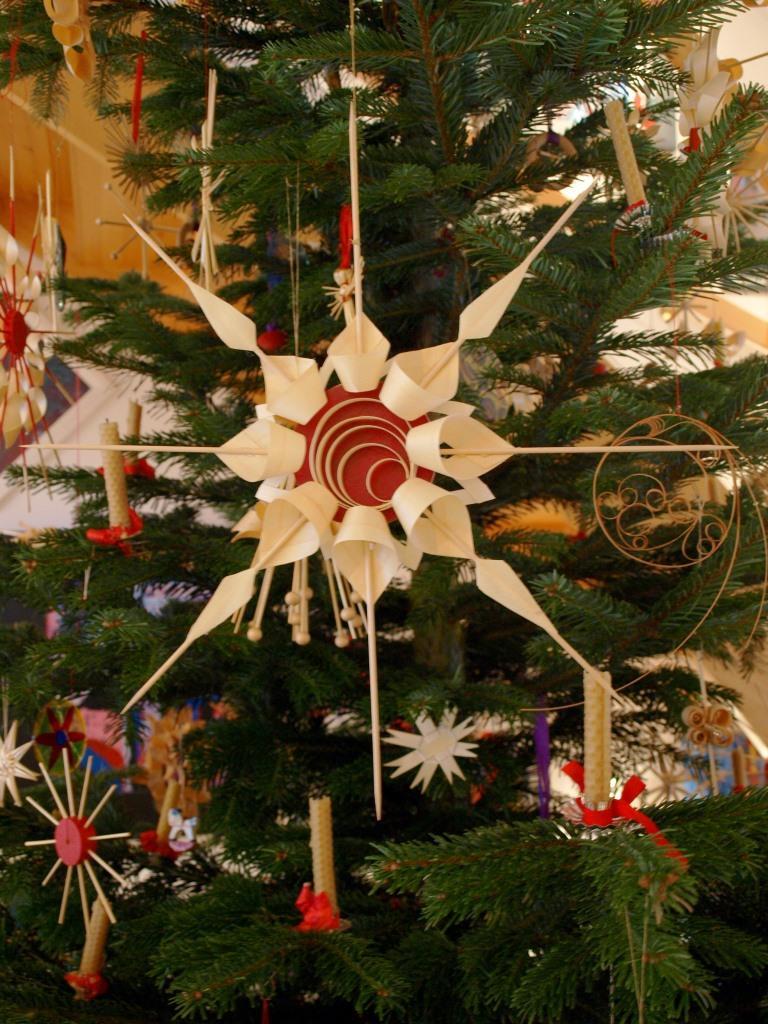 DIY Christbaumschmuck aus Holz und Span