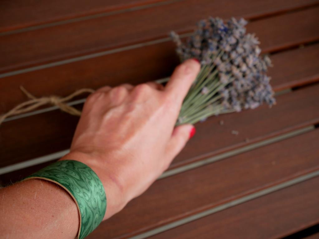 Neuholz Armreifen grünes Furnier