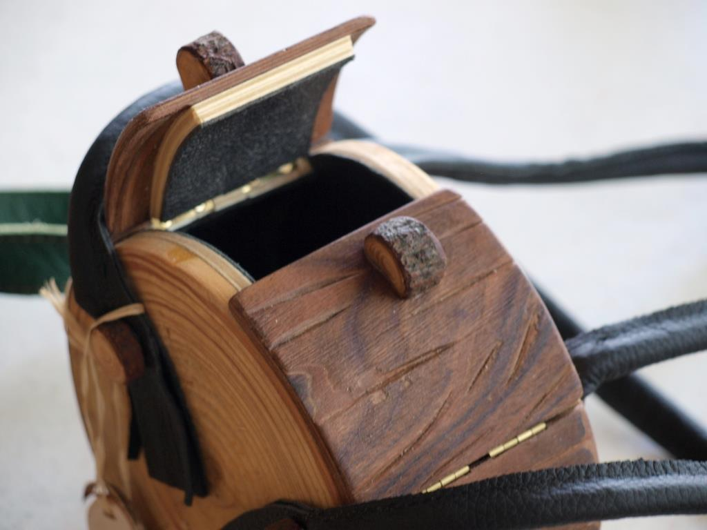 Holzhandtasche in Ast-Optik