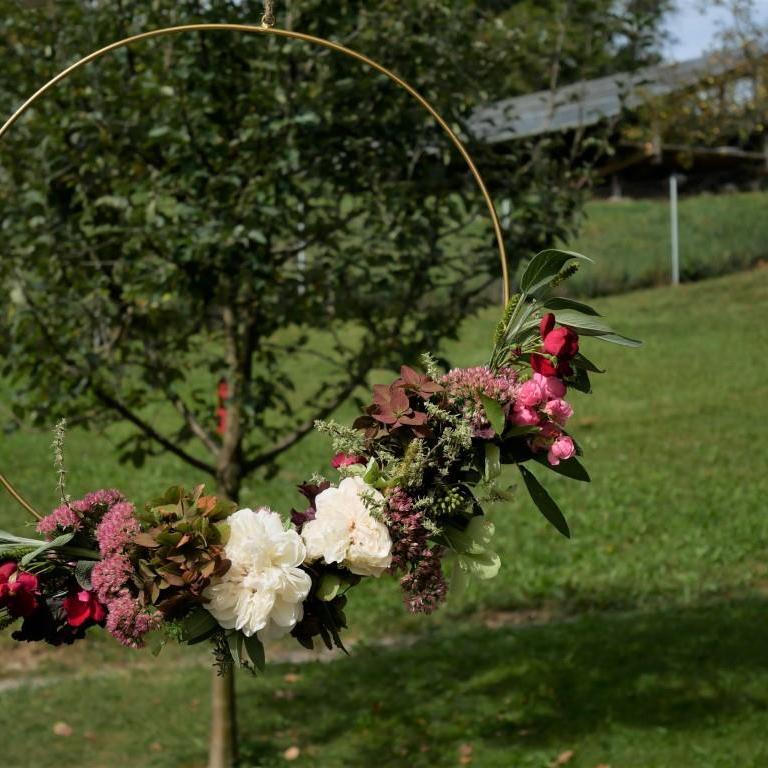 Kranz aus frischen Blüten, gebunden im September