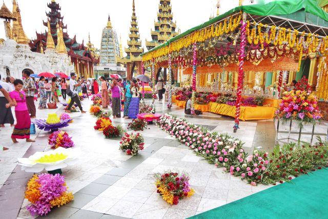 1 1024x683 - The Golden Pagoda - S H W E D A G O N Pagoda, Myanmar
