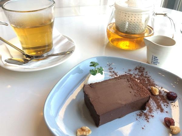 202103「カフェ ブォナ ジョルナータ」。特別限定メニュー「トリュフチョコのケーキ