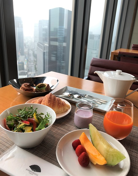 202105ホテル「マンダリンオリエンタル東京」。「ケシキ」の窓際で食べた朝食