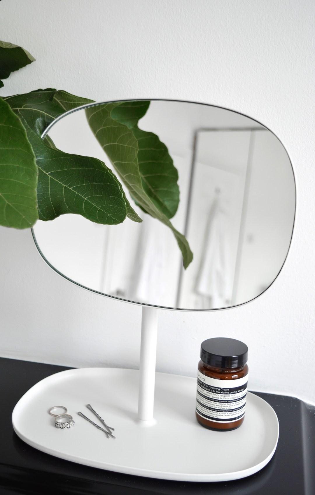 flip mirror- hannah in the house