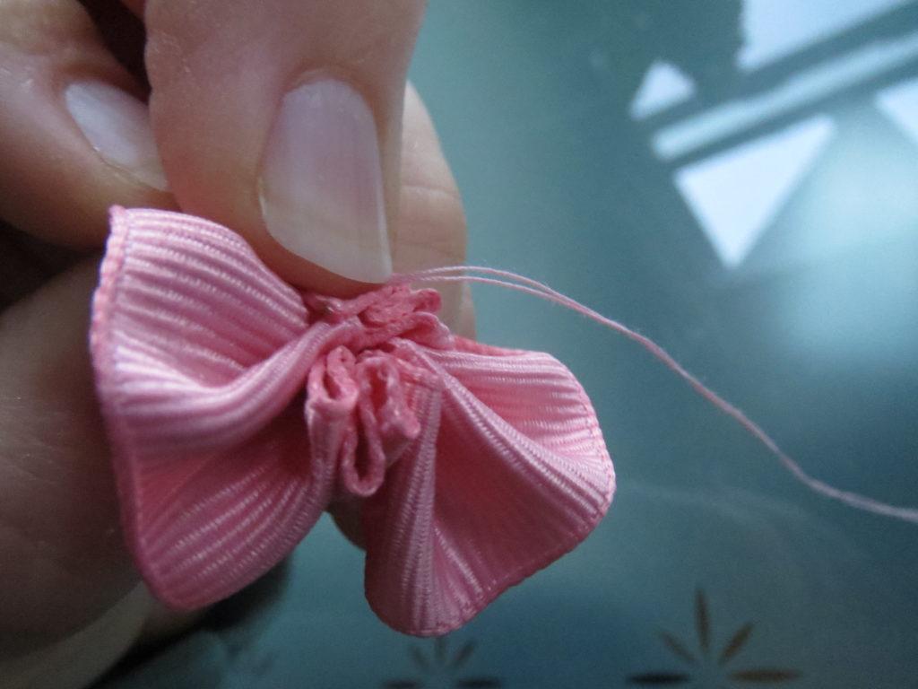 pull ribbon tight