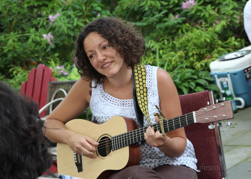 Olivia sings!