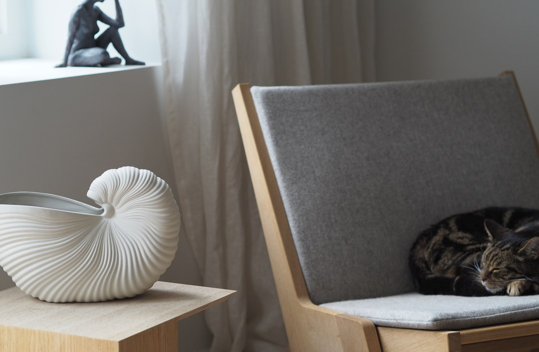 Ferm Living Shell pot - sculptural lines and shadows