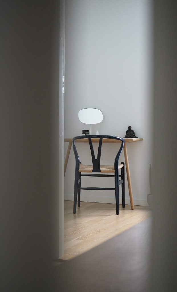Simply Scandinavian minimalist home, wishbone chair by Hans J. Wegner