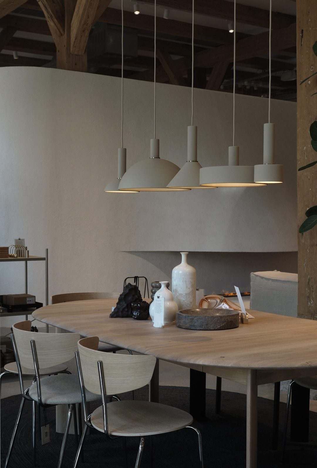 Soft minimal dining