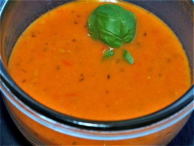 FRUCHTIGE TOMATENSUPPE