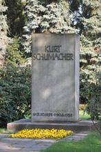 Gradbstein von Kurt Schumacher auf dem Ricklinger Friedhof