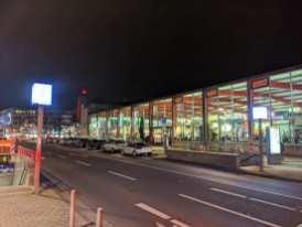 Beleuchtete Markthalle