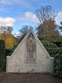 Grabstein auf dem Friedhof