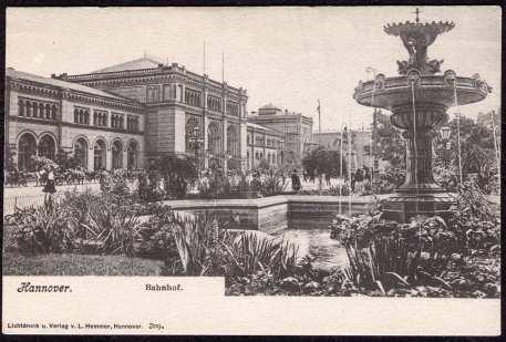Brunnen auf dem Ernst-August-Platz um 1900