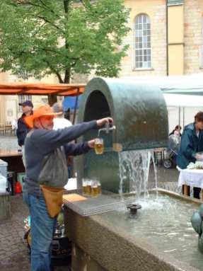Brunnen mit integriertem Bierzapfhahn