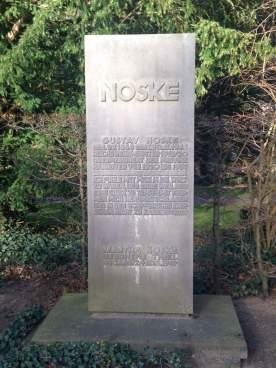 Grabstein Gustav Noske