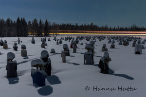 Hiljainen kansa kuutamon valossa, rekan valot tiellä, Suomussalmi