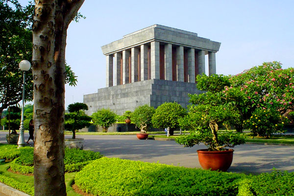 hanoi attractions - ho chi minh complex