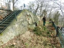 Brunnen und großzügige Treppenanlage sind heute kaum wieder zu erkennen.