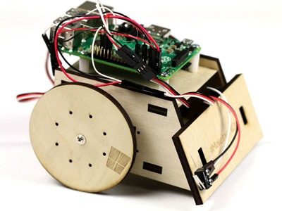 Windows 10 IoT Core on a Raspberry Pi 2 controlling a robot