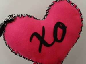 Felt Heart Pillow for Valentines Day | HappilyFrazzled.com